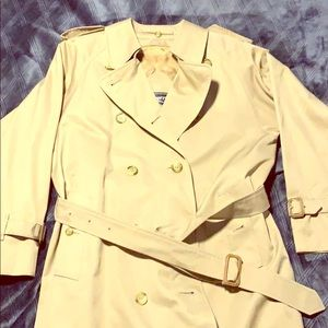 100% authentic Burberry Trench coat tan